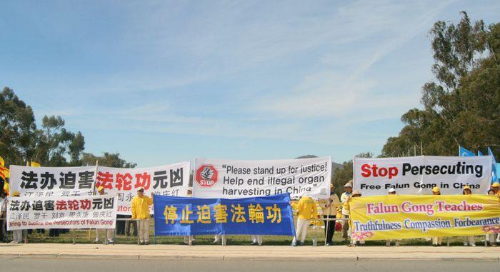 Сторонники Фалуньгун во время саммита G20 призывают мировое сообщество остановить репрессии их единомышленников в Китае. Брисбен, Австралия. Ноябрь 2014 года. Фото: minghui.org