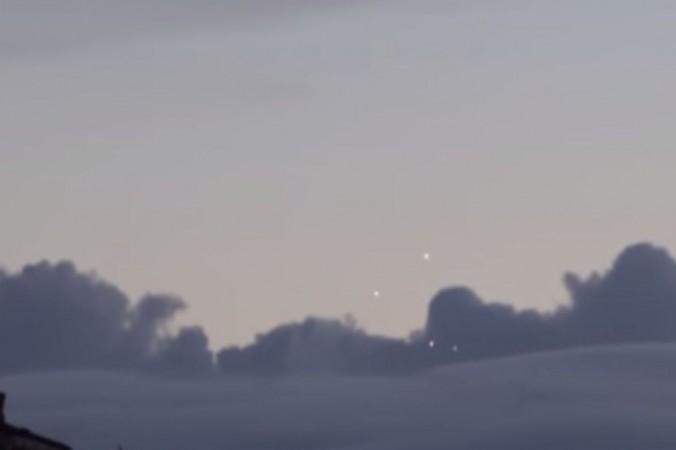 Очевидцы из Франции утверждают, что видели, по меньшей мере, четыре НЛО над Парижем.  Фото: YouTube/screenshot/User: WTFflow