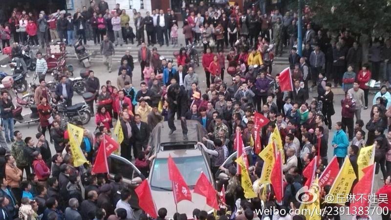 Протесты крестьян против загрязнения окружающей среды. Уезд Вэнюань провинции Гуандун. Ноябрь 2014 года. Фото с epochtimes.com