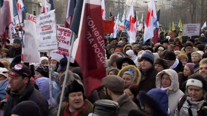По данным организаторов, на акцию протеста против реформы здравоохранения, прошедшую в Москве в воскресенье, вышло от пяти до десяти тысяч человек. Скриншот видео.