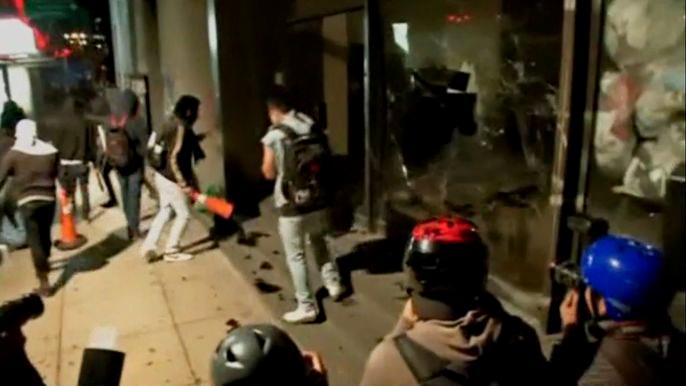 Двухлетие президентства Энрике Пенья Ньеты отметили протестами и беспорядками (видео)