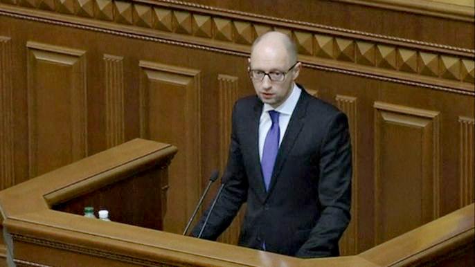 Без дополнительных иностранных кредитов Украину ждет дефолт, - заявил премьер-министр страны Арсений Яценюк. Скриншот видео.