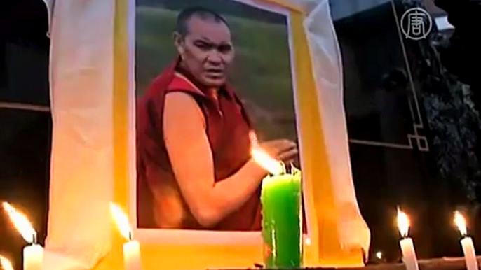 На этот отчаянный шаг погибшие пошли в знак протеста против того, что они называют репрессивной политикой китайских властей в тибетском регионе. Скриншот видео