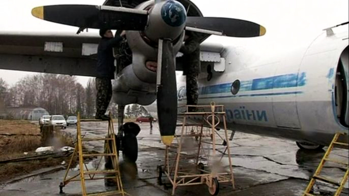 Этот АН-26 списали еще в 2003 после 20 лет полетов. Скриншот видео.