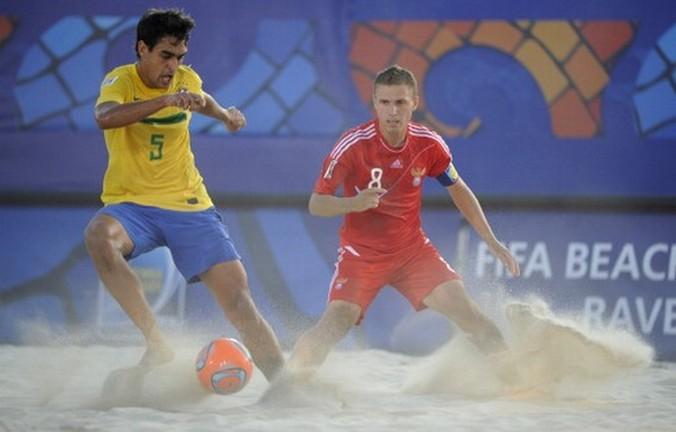 Сборная России по пляжному футболу выиграла чемпионат Европы. Фото: ANNE-CHRISTINE POUJOULAT/AFP/Getty Images