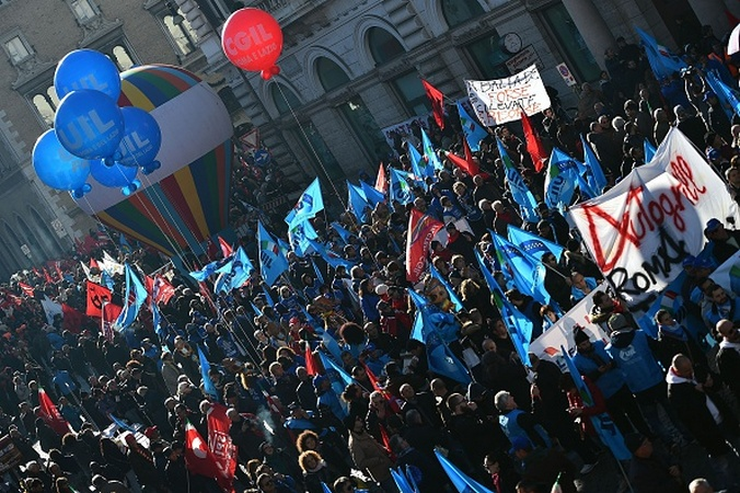 Акция протеста против экономической политики властей в Риме, Италия, 12 декабря, 2014 год. Фото:  GABRIEL BOUYS/AFP/Getty Images