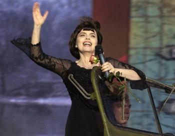 Мирей Матье спела с «Бурановскими бабушками» в Кремле