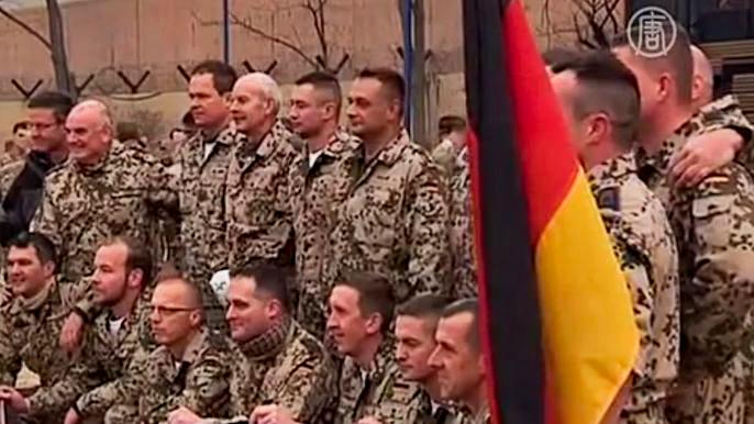 Военные реконструировали Рождественское перемирие Первой мировой войны (видео)