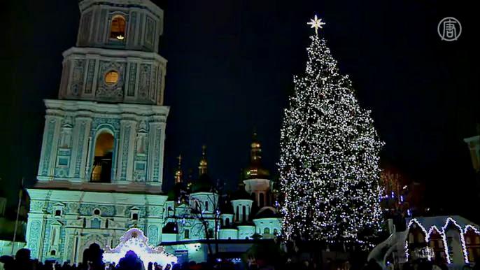 Давайте узнаем у украинцев, что они планируют подарить своим близким на праздники. Скриншот видео.