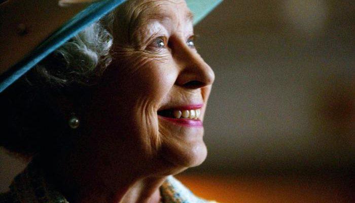 Слухи об отречении королевы Елизаветы II опровергнуты в Букингемском дворце