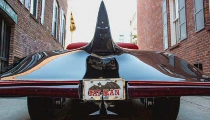 Первый в мире Бэтмобиль продан с аукциона за $137 000