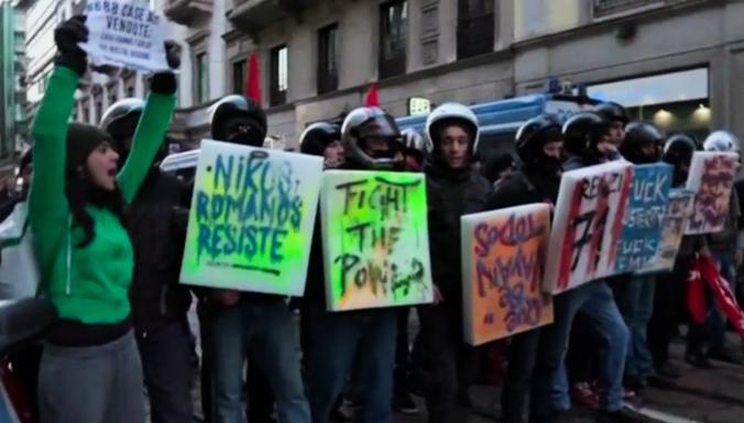 Протестующие подрались с полицией у театра Ла-Скала в Милане