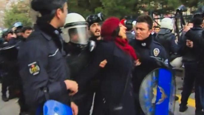 Полиция разогнала демонстрацию учителей в Анкаре слезоточивым газом