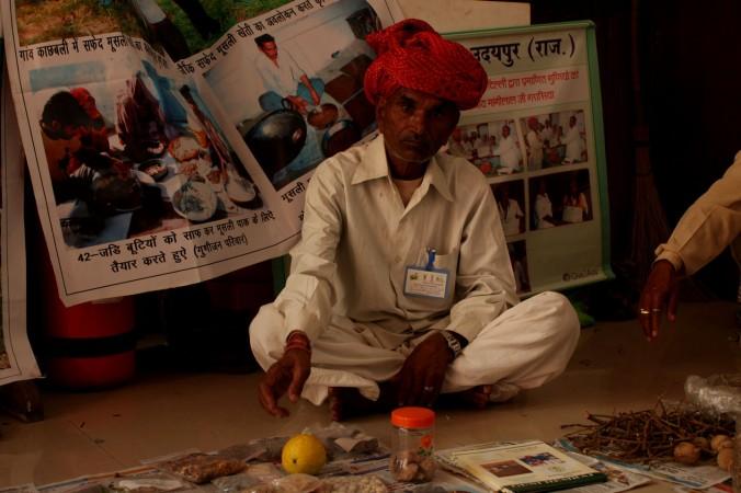 Специалисты по традиционной индийской медицине 7 ноября сформировали национальный координационный комитет во время конференции по аюрведе в Нью-Дели, Индия, чтобы получить официальное признание у властей. Фото: Venus Upadhayaya/Epoch Times