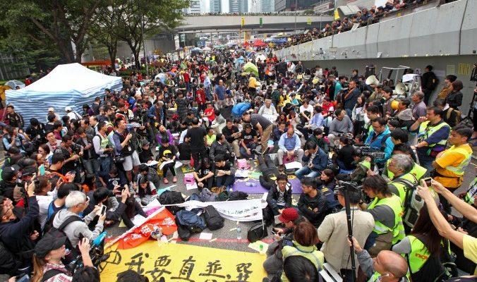 В Гонконге приступили к зачистке главного лагеря протестующих