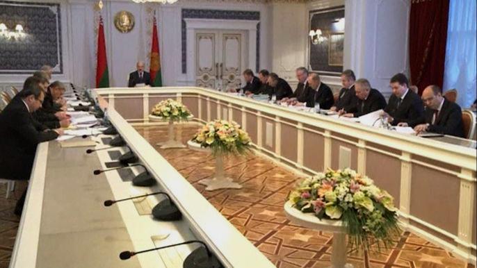 Перестановки коснулись правительства, премьер-министра, главы Нацбанка и руководителей ведомств. Скриншот видео.
