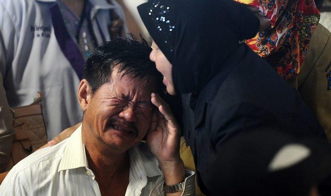 Спасатели обнаружили тела более 40 пассажиров авиалайнера AirAsia
