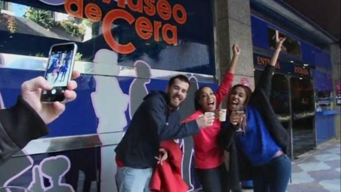 До Нового года еще неделя, но в Испании шампанское уже льется рекой: победители лотереи El Gordo с крупнейшим в мире призовым фондом празднуют удачу.  Скриншот видео.