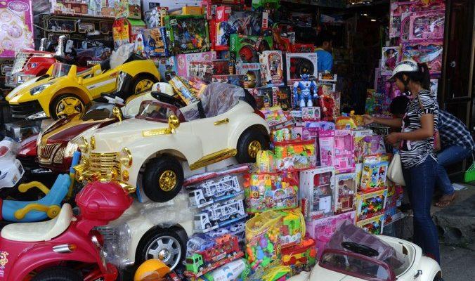 Французская таможня задержала опасные новогодние игрушки из Китая