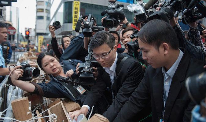 В суд Гонконга подан иск на автобусную компанию, добившуюся запрета на протесты