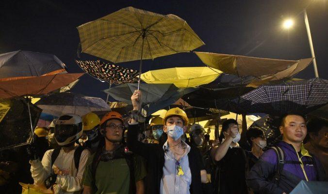 Битва студентов за улицу в Гонконге закончилась арестами (видео)