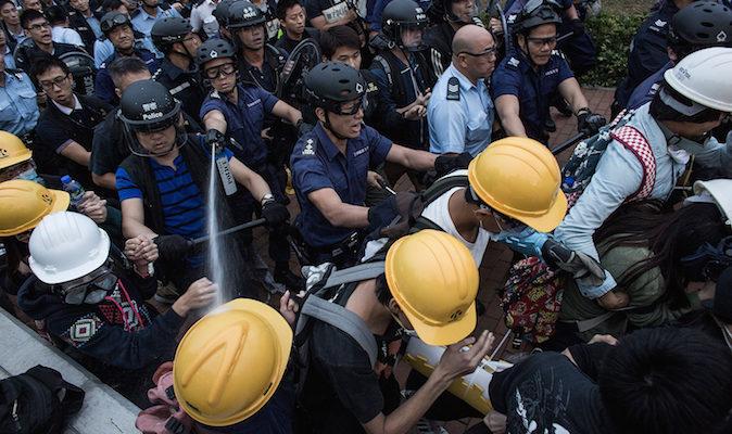 Гонконгцы потеряли доверие к полиции
