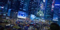 Лидеры протестующих в Гонконге решают: остаться или уйти