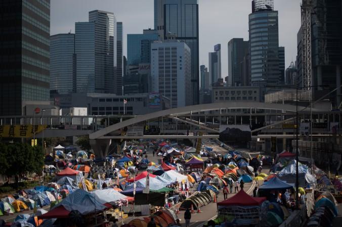 Палатки в лагере протестующих в Адмиралтейском районе Гонконга 6 декабря 2014 года. Фото: Johannes Eisele/AFP/Getty Images
