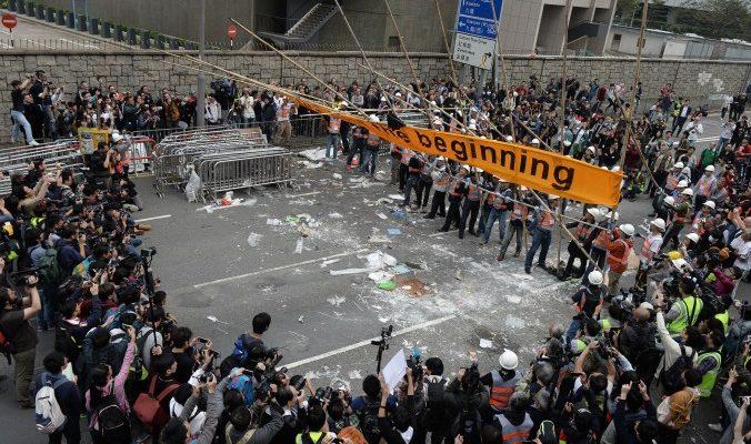 Главный лагерь протестующих в Гонконге ликвидирован, активисты арестованы (видео)