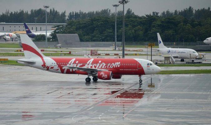 Водолазы начали поиски чёрных ящиков самолёта Air Asia