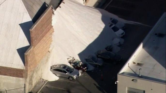 В США восемь автомобилей погребены под горой соли (видео)