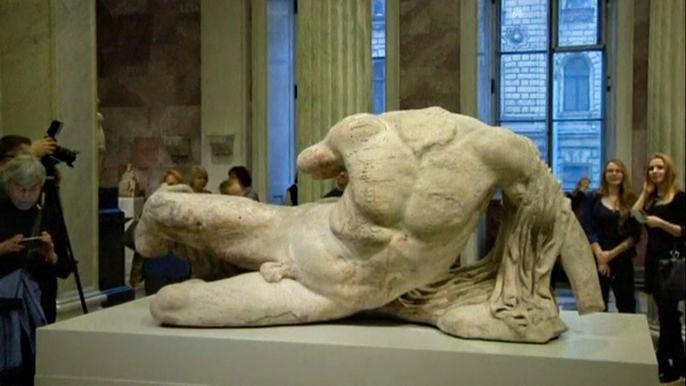 Греческие политики и дипломаты вот уже несколько десятков лет добиваются возвращения античных скульптур из коллекции Британского музея.  Скриншот видео.