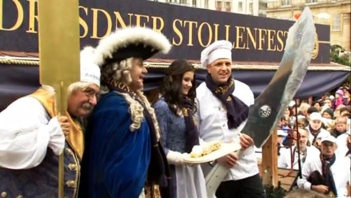 Посетители ярмарки в Дрездене полакомились гигантским рождественским кексом (видео)