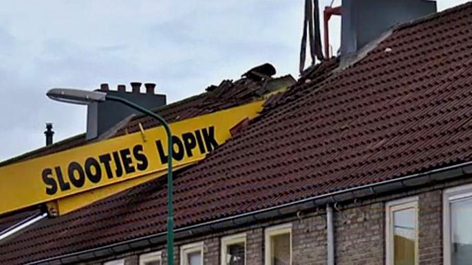 Проломленной крышей закончилось предложение руки и сердца в Нидерландах (видео)