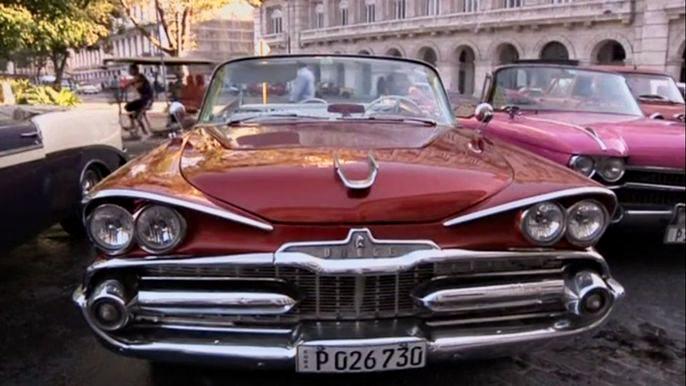 Для автолюбителей Гавана - музей под открытым небом.  Скриншот видео.