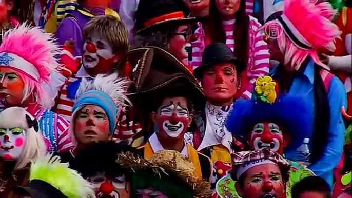 Каждый год клоуны со всей страны приезжают сюда, чтобы поклониться перед образом Девы Марии Гваделупской. Скриншот видео.