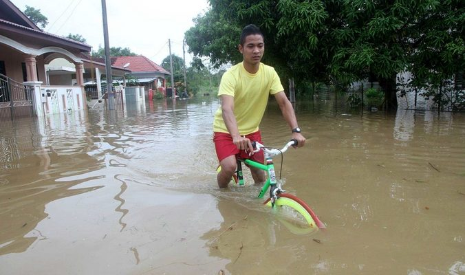 Более 100 тысяч человек эвакуированы в Малайзии из-за наводнения