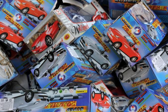 Поддельные игрушки, сделанные в Китае и изъятые на таможне, 22 апреля 2010 года, Париж. Расследование организации CLW выявило ужасные условия труда на китайских фабриках по производству игрушек. Фото: Pascal Le Segretain/Getty Images