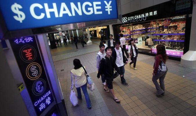 Падение юаня нанесёт удар банковской системе Гонконга