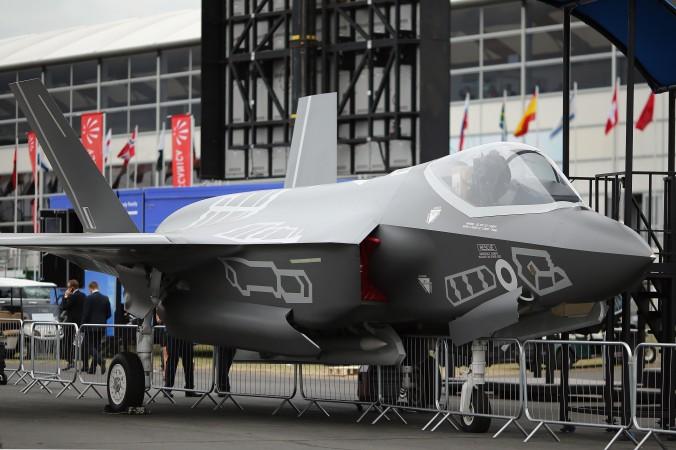 Самолёт Lockhead Martin F-35 на авиашоу в Фарнборо, 16 июля 2014 года, Англия. США недавно обвинили китайского гражданина в попытке украсть секретные разработки, касающиеся нового истребителя F-35. Фото: Dan Kitwood/Getty Images