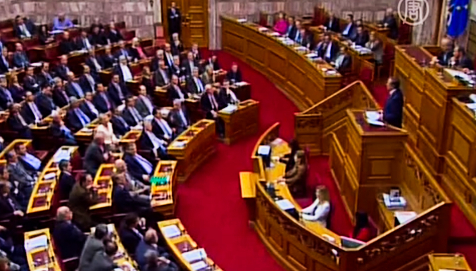 Греческий парламент принял не согласованный с «тройкой» бюджет