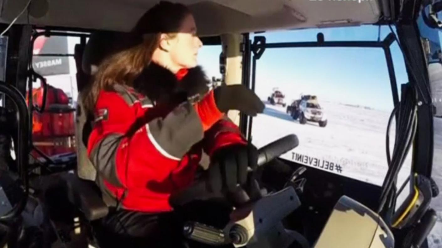 Голландская актриса Манон Оссевоорт, отправившаяся девять лет назад на тракторе из Нидерландов к Южному полюсу, приближается к своей цели. Скриншот видео