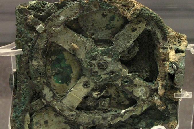 Антикитерский механизм ― механическое устройство, созданное 2000 лет назад для вычисления положения Солнца, Луны, планет и даже дат Олимпийских Игр. Фото: Wikimedia Commons