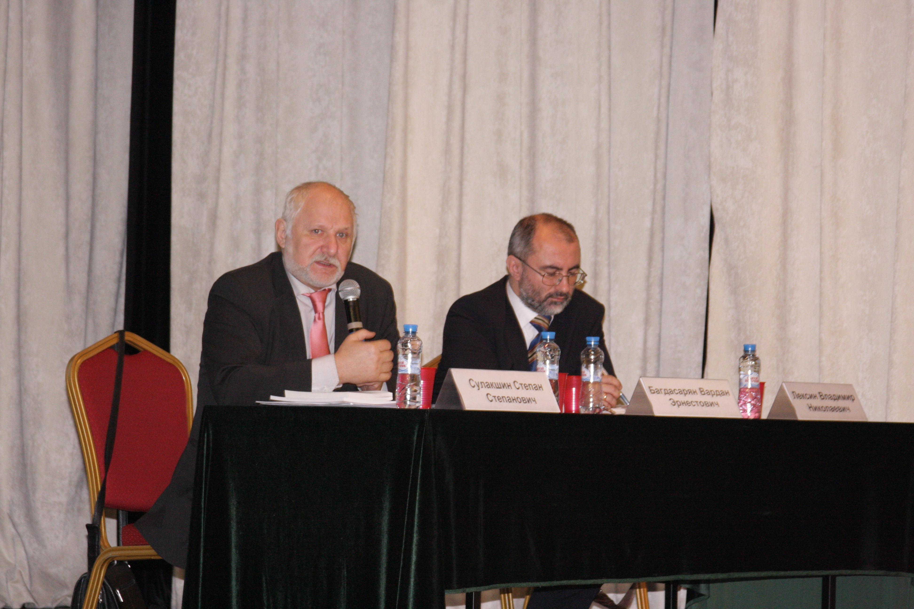 Степан Сулакшин (слева), гендиректор Центра научной политической мысли и идеологии. Фото: Ульяна Ким/Великая Эпоха