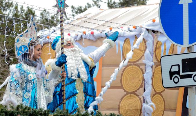 Новороссийск встретил автопоезд Деда Мороза