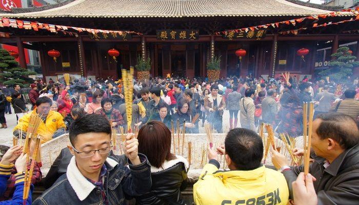 Деньги из ящиков для пожертвований в китайских храмах забирает правительство