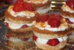 Итальянские десерты. Фото с сайта http://cuisson.ru/salaty/frutkovie-salaty/22485-biskvitno-fruktovye-syrniki.htmlс