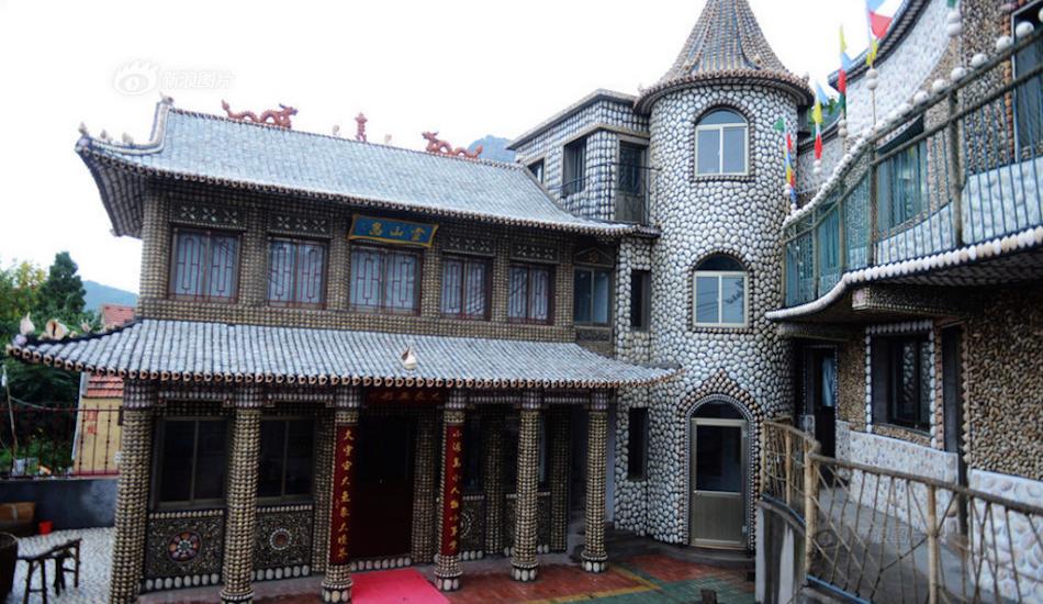 Дом, покрытый ракушками, стал музеем местной культуры. Фото: Chengdu News