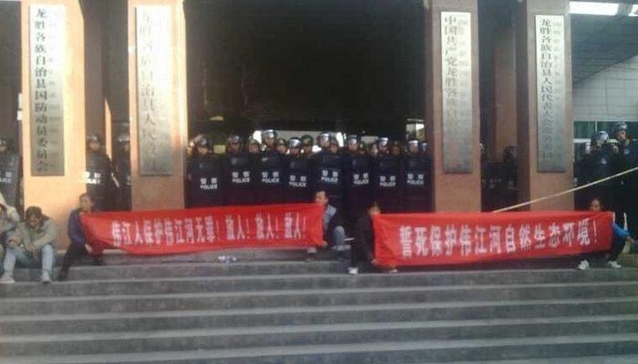 Тысячи жителей деревни на юге Китая протестуют против строительства электростанции