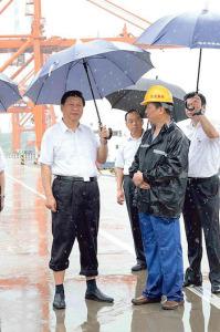 Си Цзиньпин с зонтиком. Фото: theepochtimes.com